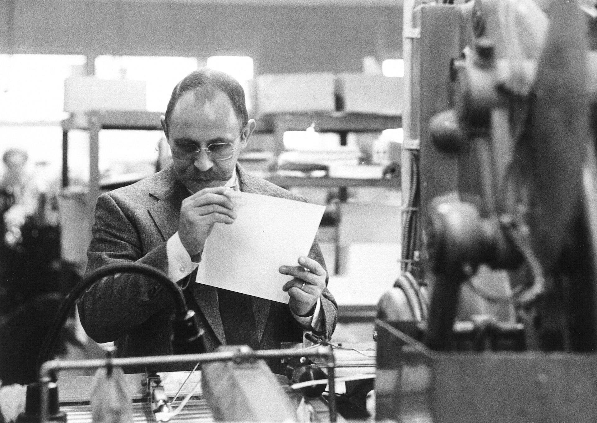 Karlheinz C. Bölling, the founder of the company, checking a printed sheet